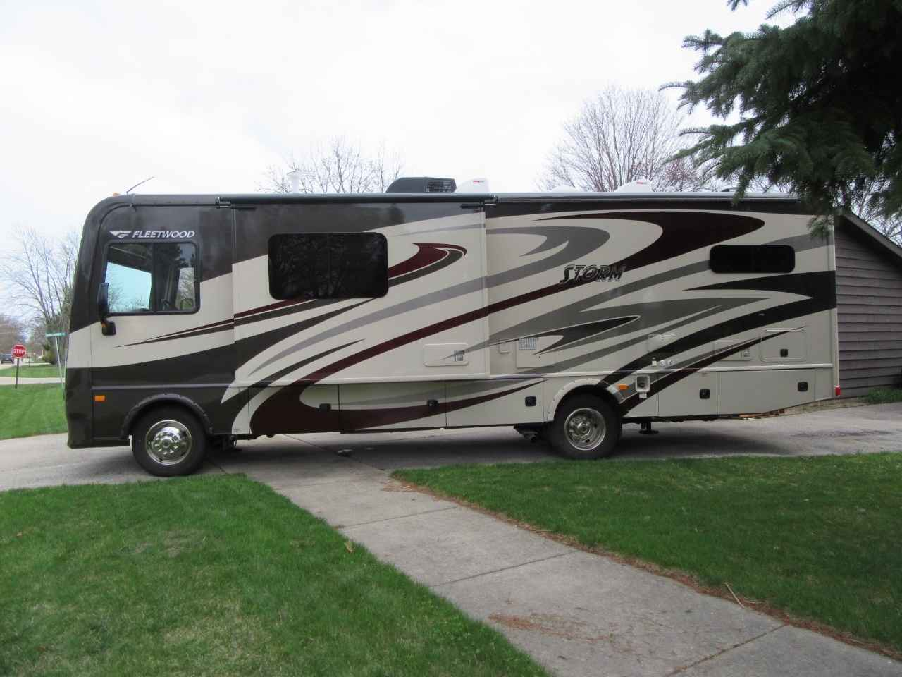 Original 2015 Used Fleetwood STORM 32H Class A In Illinois IL