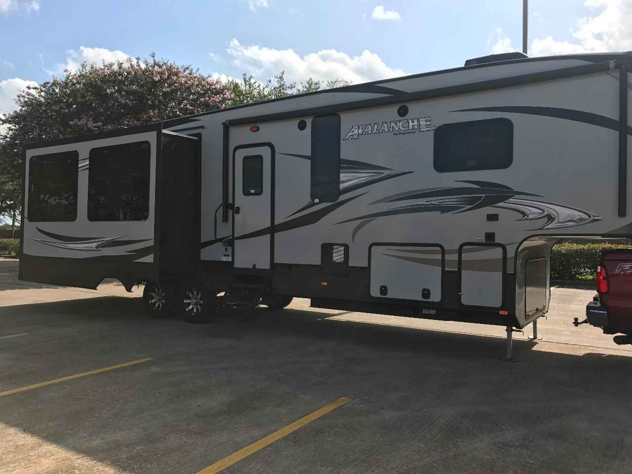 2015 Used Keystone Avalanche 331re Fifth Wheel In Texas Tx