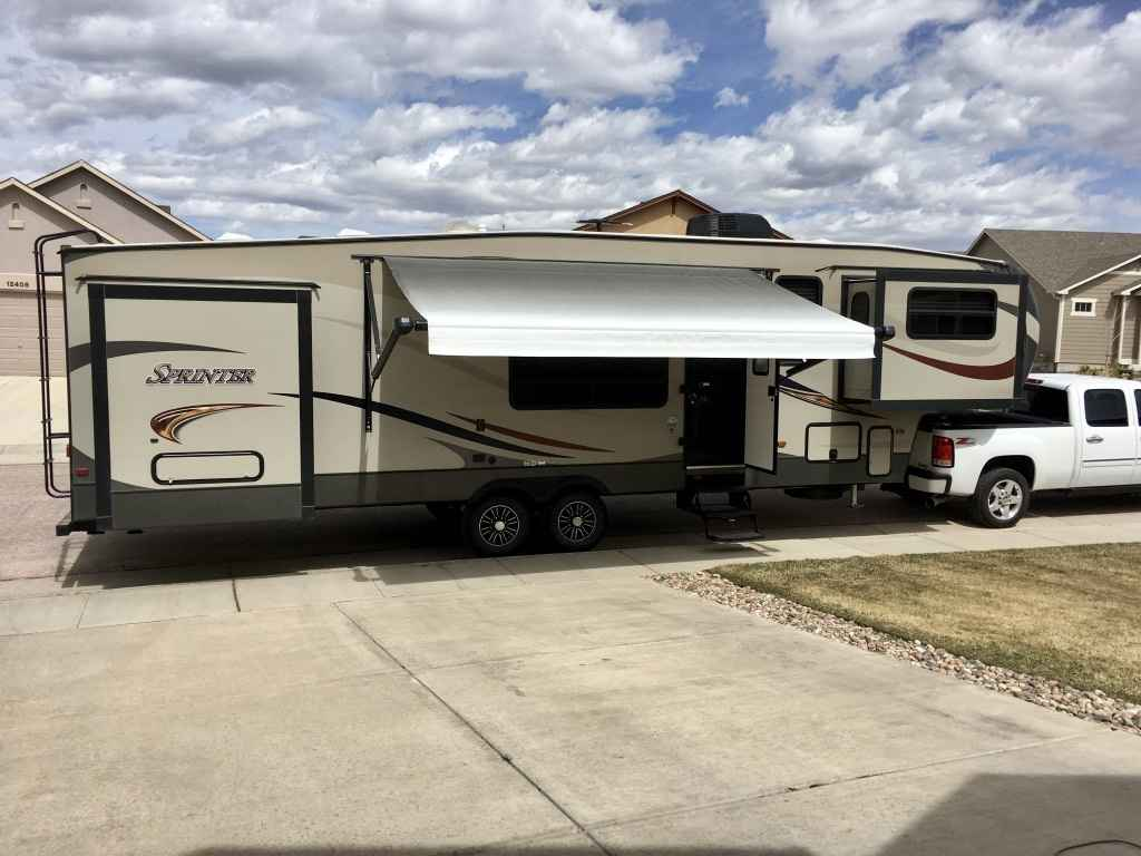 2015 Used Keystone SPRINTER WIDE BODY 334FWFLS Fifth Wheel