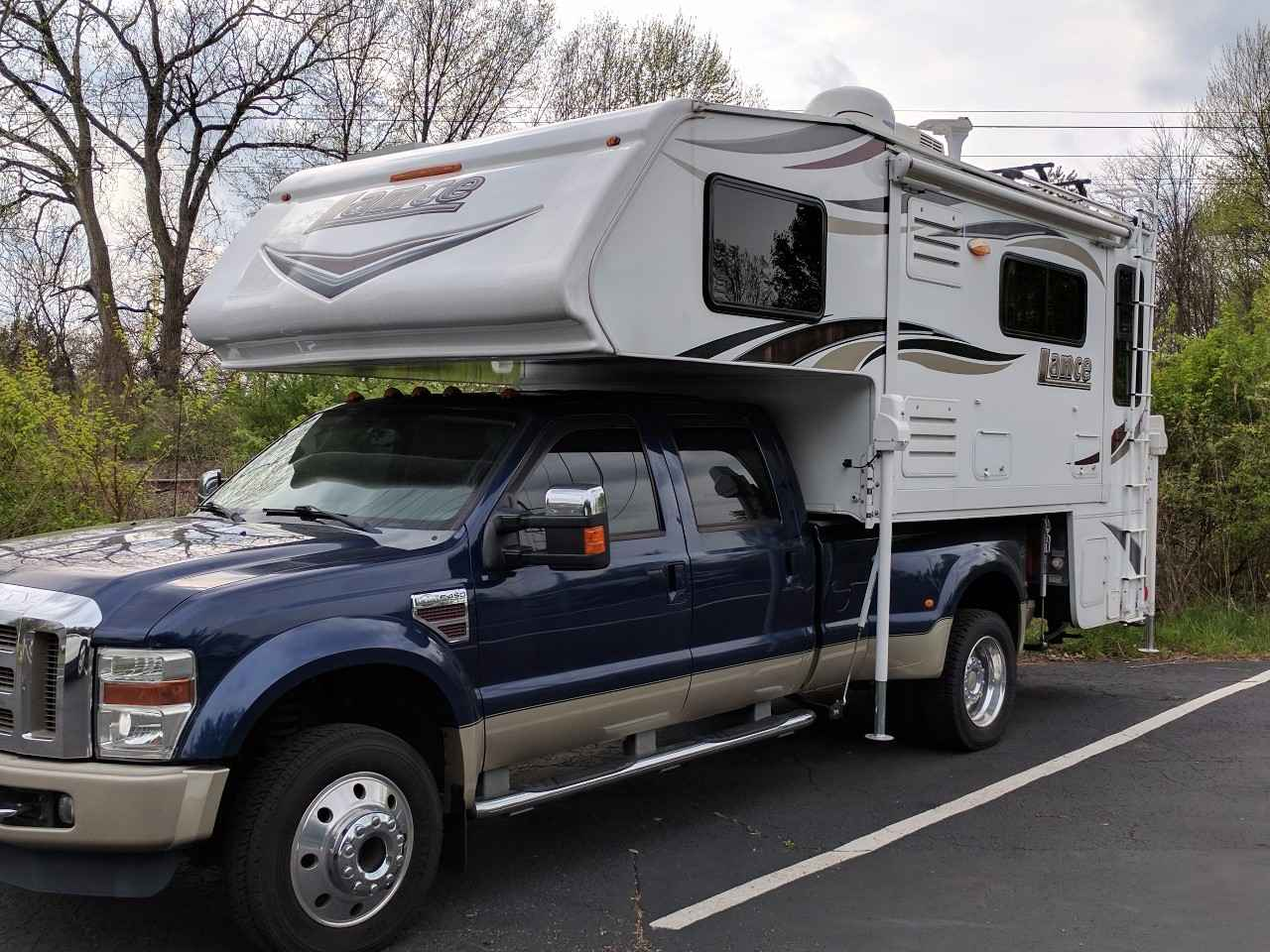 2015 Used Lance 1172 Truck Camper in Ohio OH