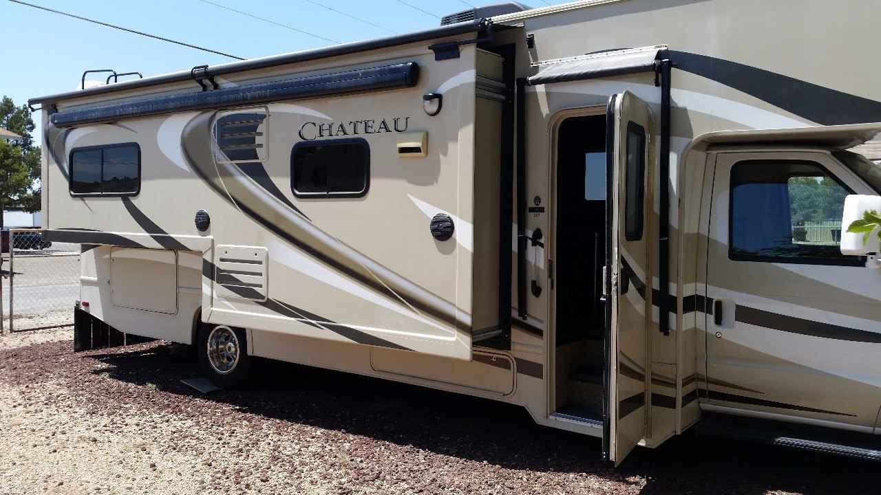 2015 used thor motor coach chateau 28f class c in new for Class c motor coach