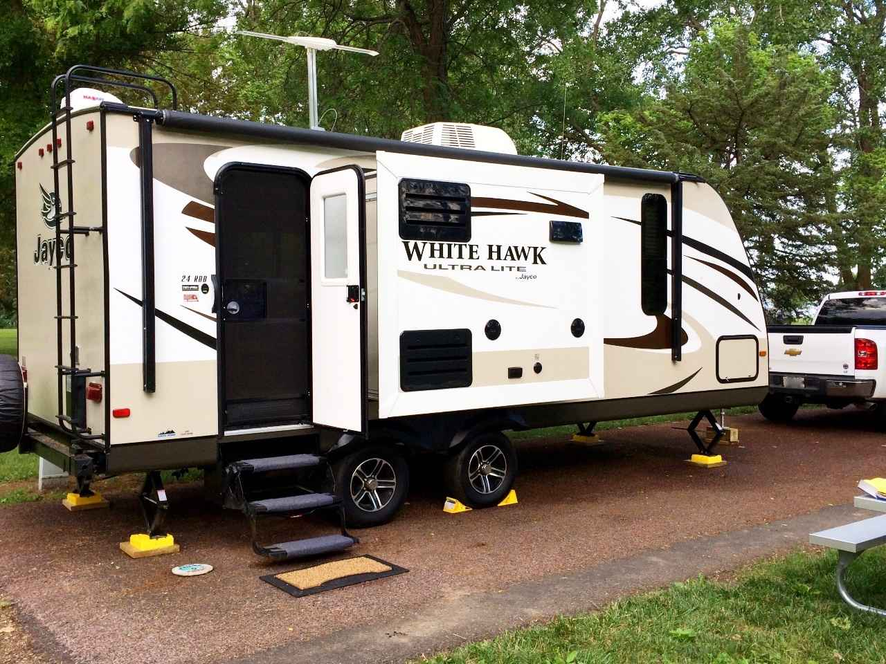 2015 used white hawk ultra lite travel trailer in nebraska ne. Black Bedroom Furniture Sets. Home Design Ideas