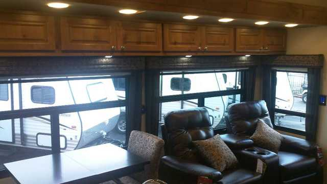 2016 New Augusta Rv Luxe Lf 39fb Fifth Wheel In Texas Tx