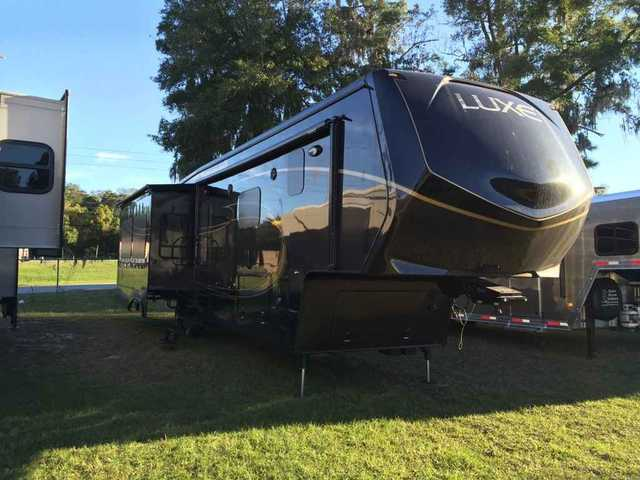 2016 New Augusta Rv Luxe LF-39FB Fifth Wheel in Indiana IN
