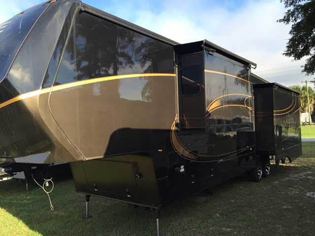 Augusta Rv Luxe >> 2016 New Augusta Rv Luxe LF-39FB Fifth Wheel in Indiana IN