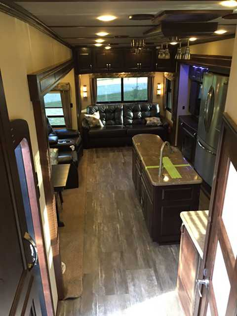 2016 New Augusta Rv Luxe Lf 39fb Fifth Wheel In Indiana In