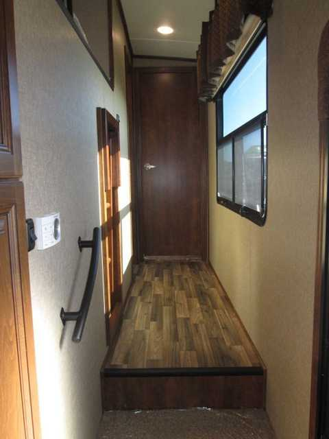 2016 New Coachmen Brookstone 395rl Center Bunk Room With L