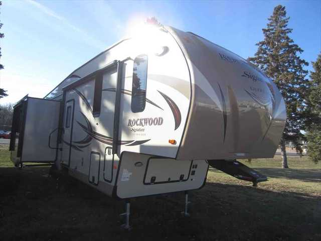 2016 New Forest River Rockwood Signature Ultra Lite 8299bs