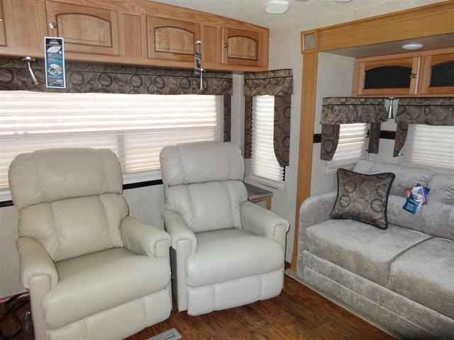 2016 New Forest River Rockwood Signature Ultra Lite 8329ss