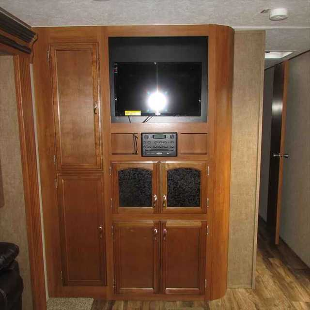 2016 New Prime Time Avenger 28rks Travel Trailer In