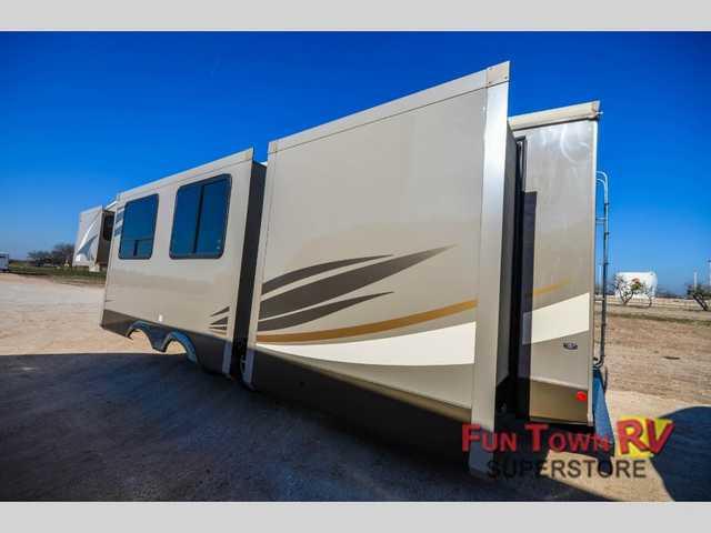 2016 New Shasta Rvs Phoenix 35BH Fifth Wheel in Texas TX