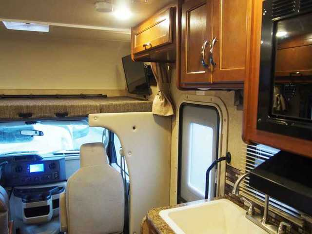 2016 New Thor Motor Coach Chateau 22b Ford Class C In