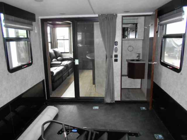 2016 New Winnebago Scorpion 4014 Toy Hauler In Oregon Or