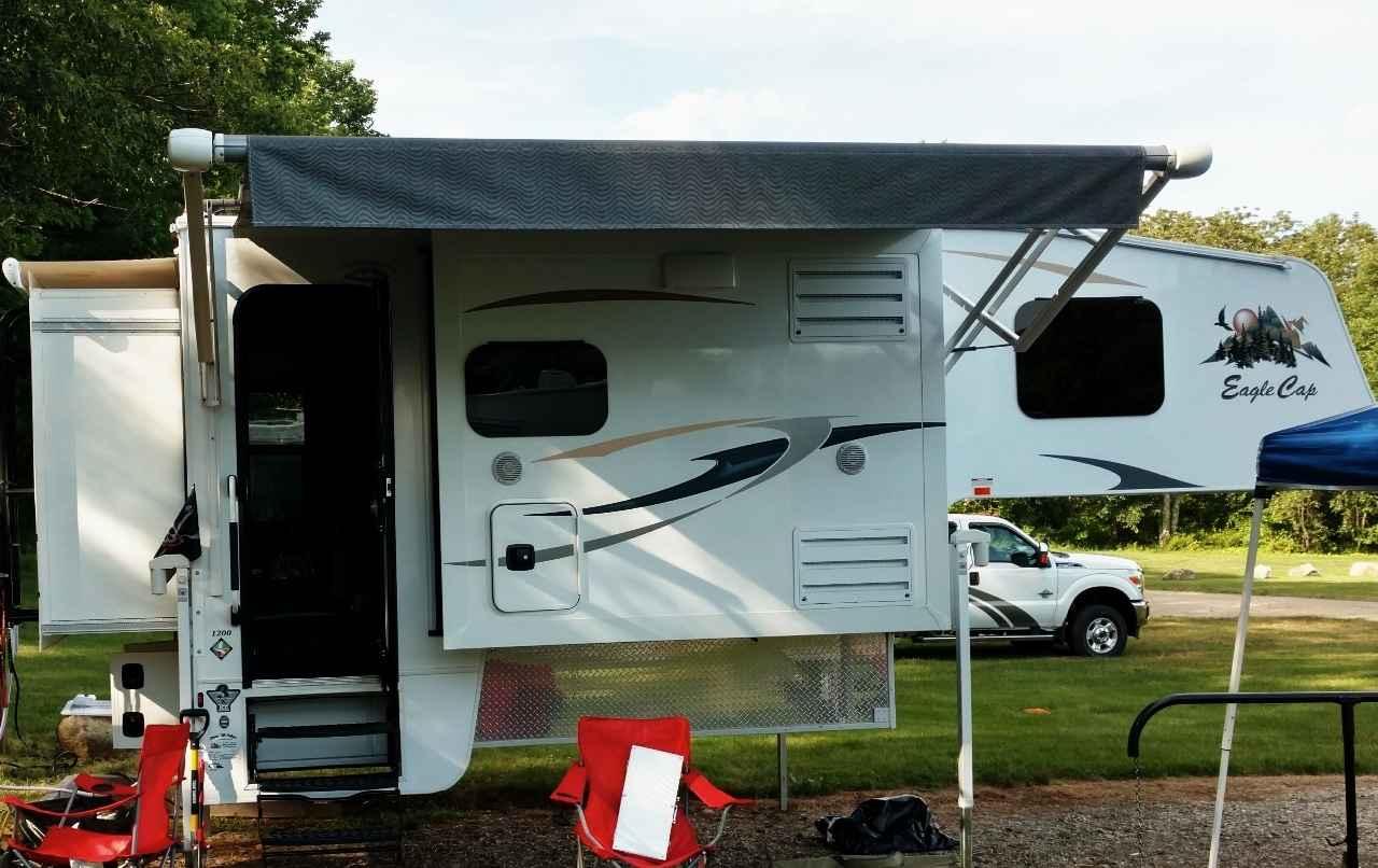 2016 Used Adventurer Lp Eagle Cap 1200 Truck Camper In