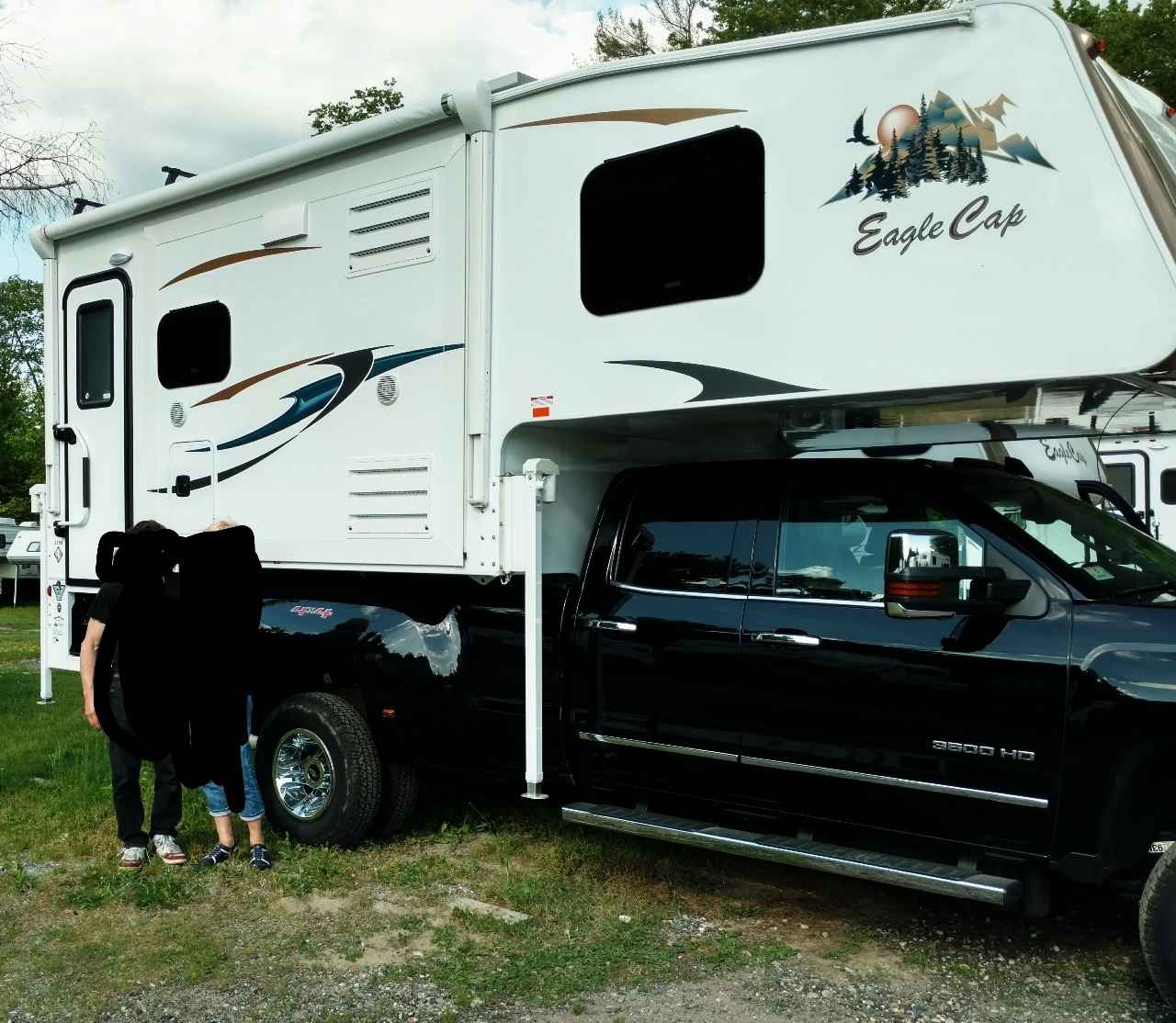 2016 Used Adventurer Lp Eagle Cap 1200 Truck Camper In