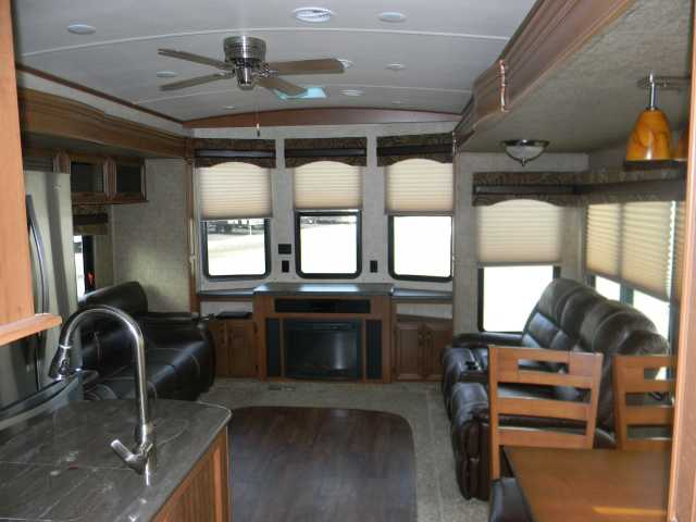 2016 Used Forest River Sandpiper 385fkbh Park Model In