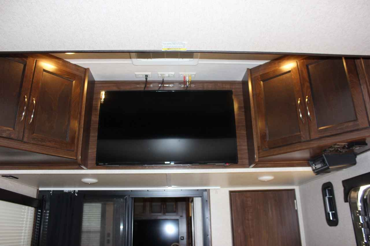 2016 used heartland cyclone 4100 king toy hauler in florida fl. Black Bedroom Furniture Sets. Home Design Ideas