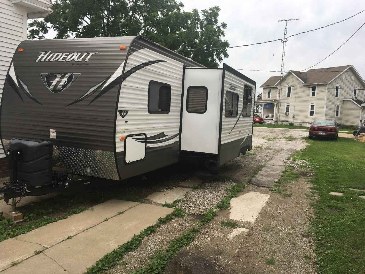 2016 Used Keystone Hideout 27dbs Travel Trailer In Ohio Oh