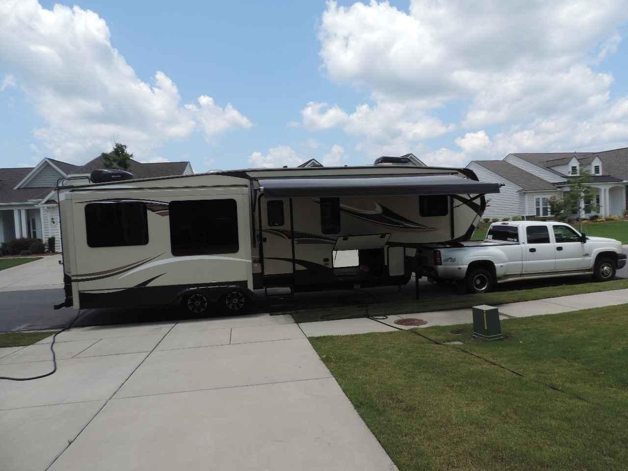 2016 Used Keystone Montana High Country 310re Fifth Wheel