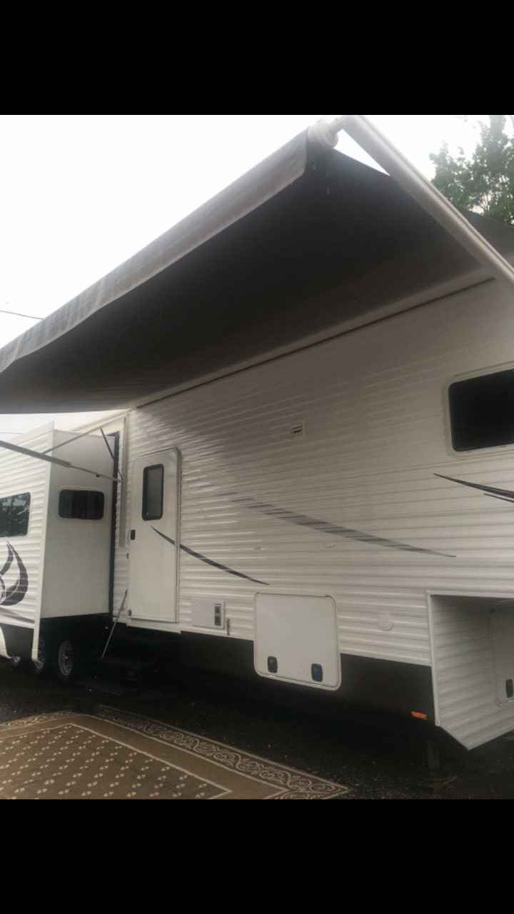 2016 Used Recreation By Design Royal Travel Fifth Wheel In