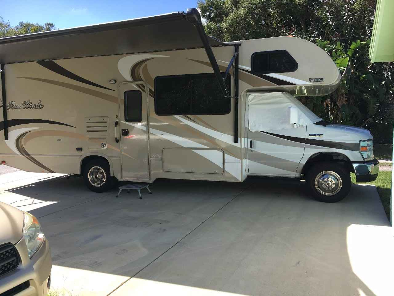 2016 Used Thor Motor Coach Four Winds 26b Class C In