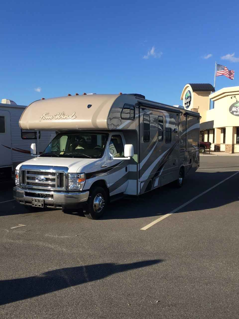 2016 Used Thor Motor Coach Four Winds 290qgs Class C In