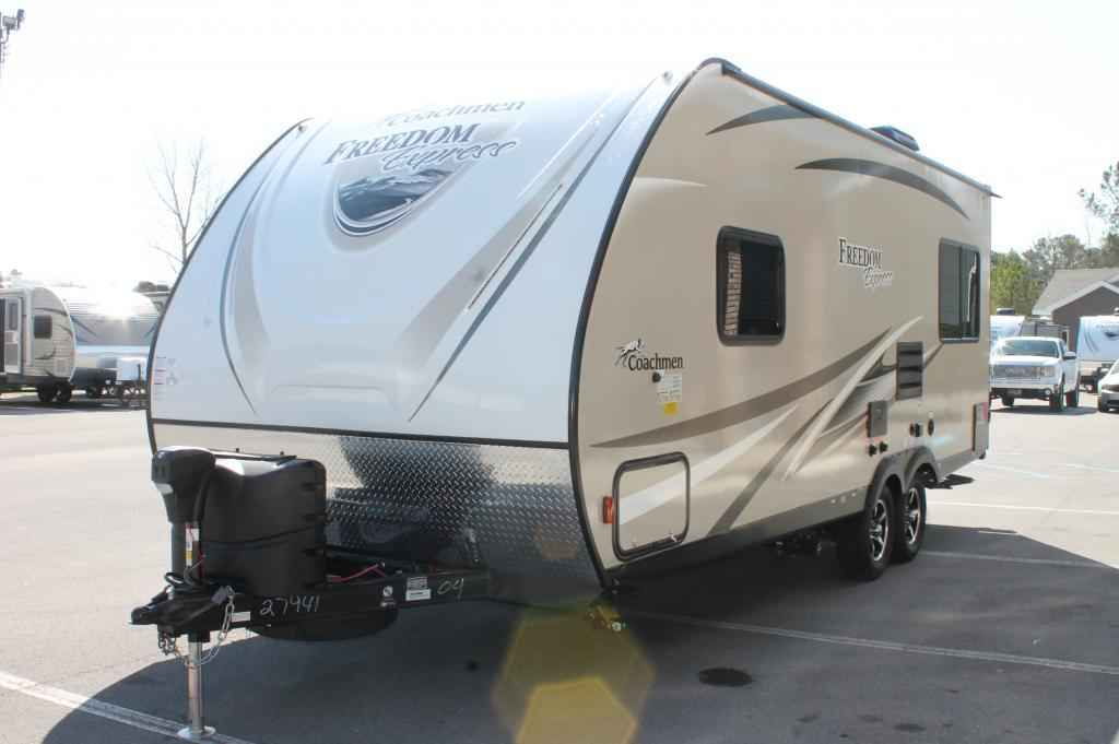 2017 New Coachmen Freedom Express 204rd Travel Trailer In