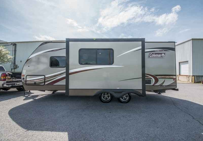 2017 New Coleman Light Light 2305qb Travel Trailer In