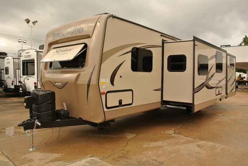 2017 New Forest River Rockwood Signature Ultra Lite Travel