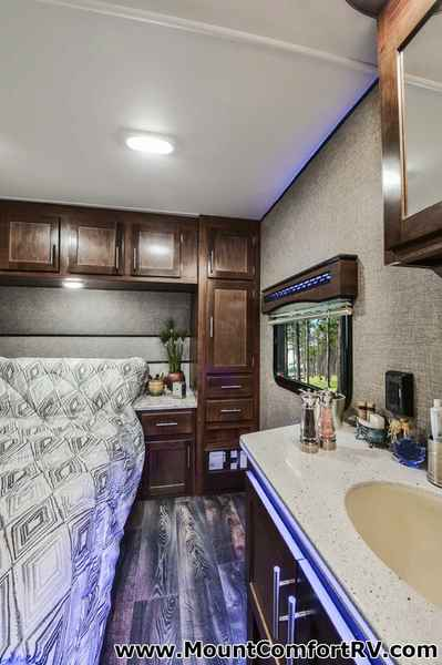 2017 New Heartland Terry Classic V21 Travel Trailer In