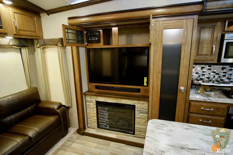 2017 New Keystone Rv Montana 3921fb Fifth Wheel In Texas Tx