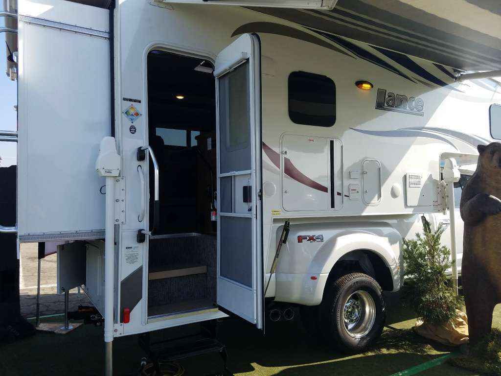 2017 New Lance 1172 Truck Camper In California Ca