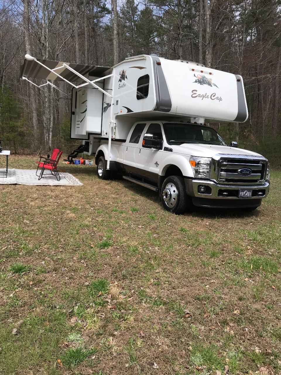 2017 Used Adventurer Lp Eagle Cap 1165 Truck Camper In
