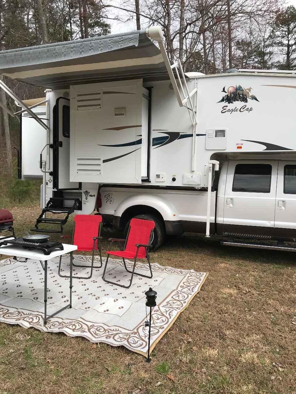 2017 Used Adventurer Lp Eagle Cap 1165 Truck Camper In