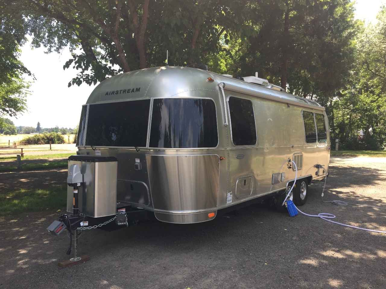 2017 Used Airstream Flying Cloud 25fb Travel Trailer In