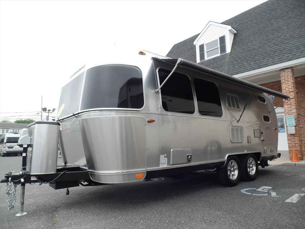 2017 Used Airstream Flying Cloud 23d Travel Trailer In New