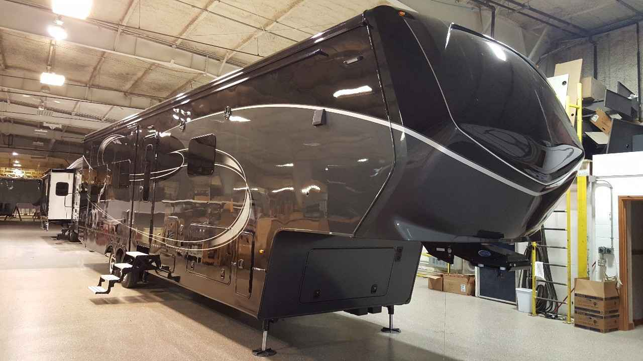 Augusta Rv Luxe >> 2017 Used Augusta Rv LUXE LF-39FB Fifth Wheel in Indiana IN
