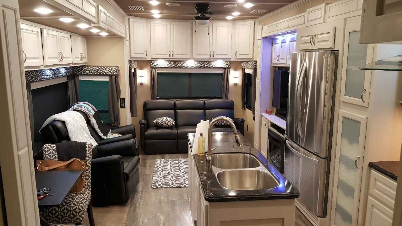2017 Used Augusta Rv Luxe Lf 39fb Fifth Wheel In Indiana In
