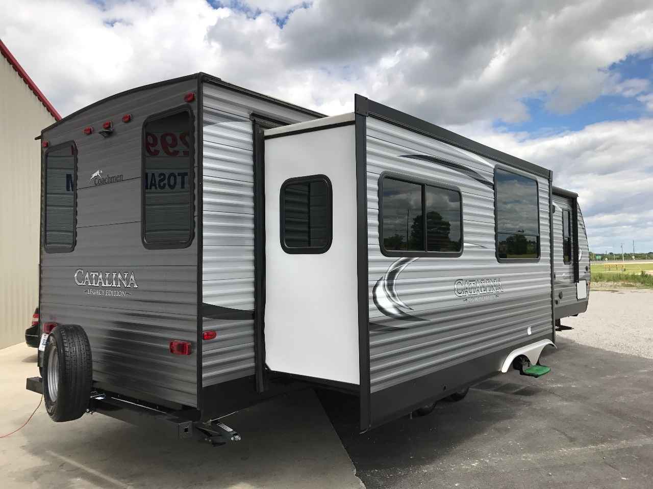 2017 Used Coachmen Catalina 333rets Travel Trailer In