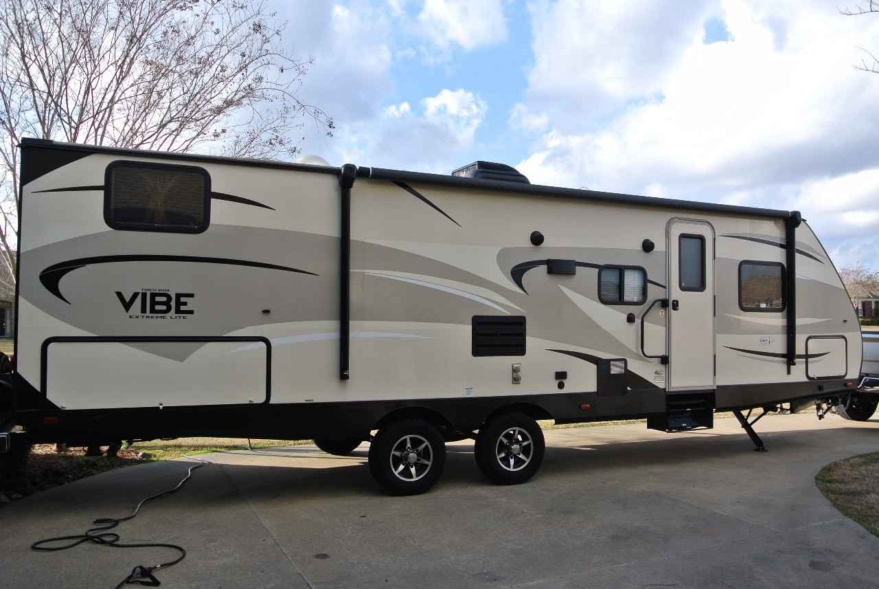 2017 Used Forest River Vibe 287qbs Travel Trailer In