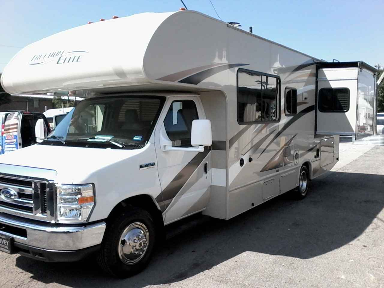 2017 used thor motor coach freedom elite class c in texas tx for Class c motor coach