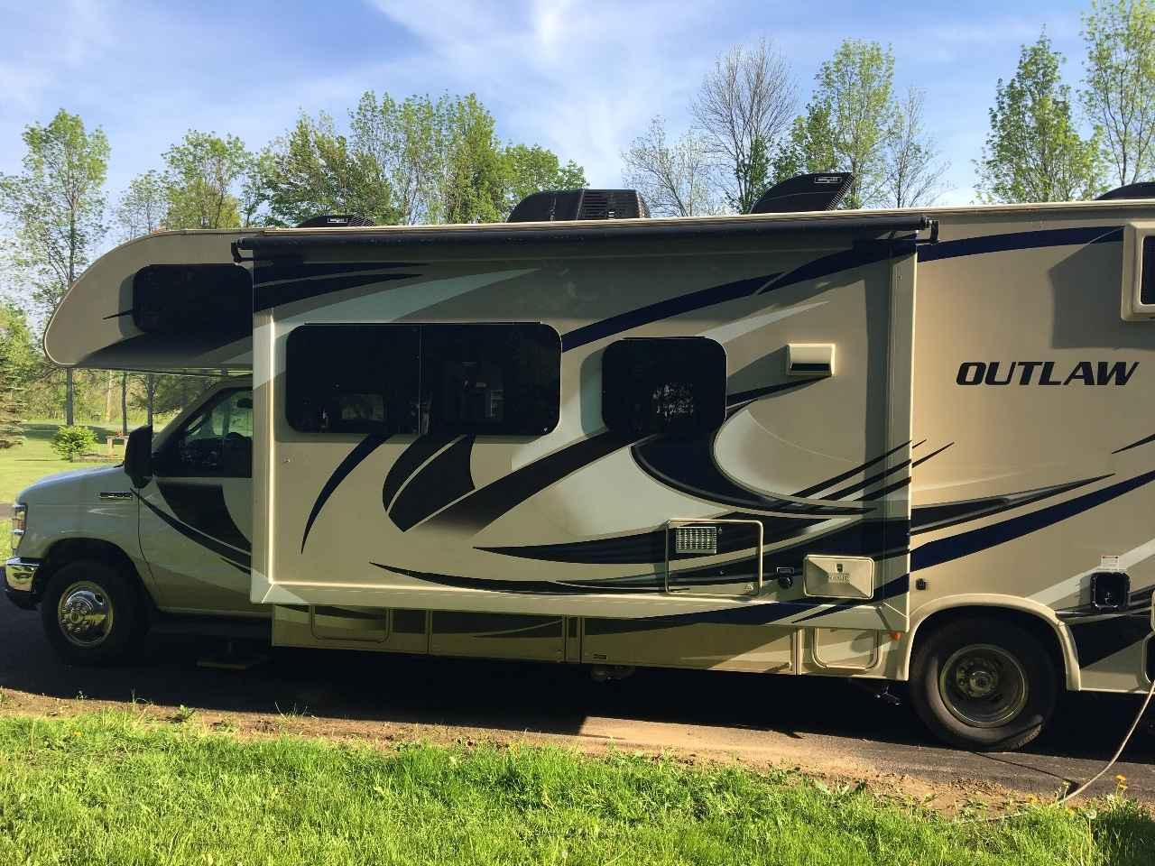 2017 Used Thor Motor Coach Outlaw 29h Class C In New York Ny