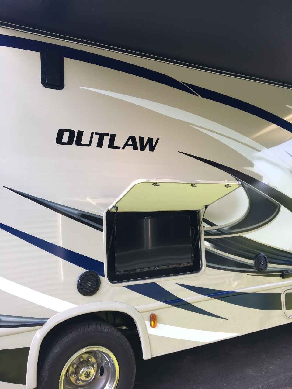 Brilliant 2017 Used Thor Motor Coach OUTLAW 29H Class C In New York NY
