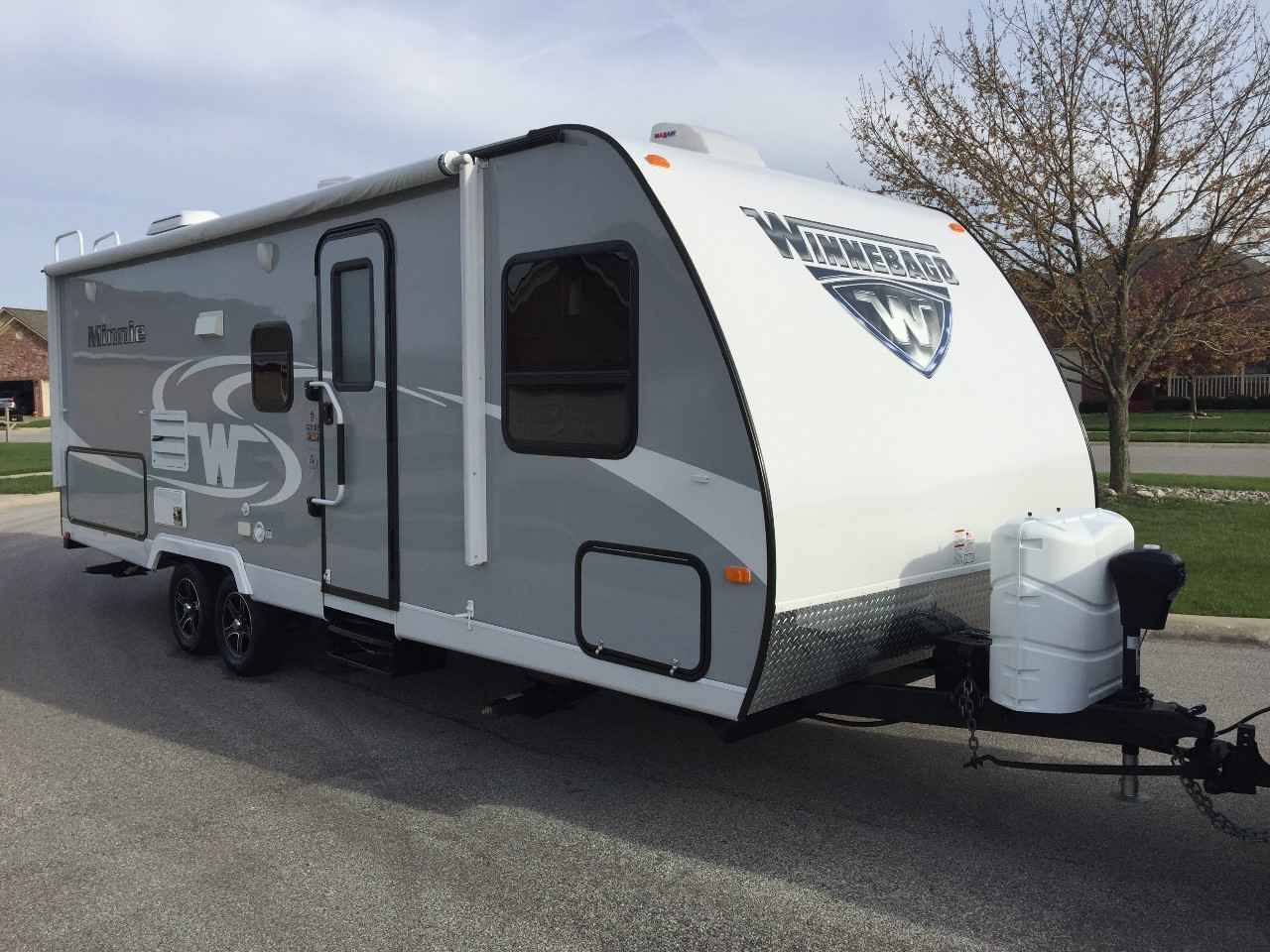2017 Used Winnebago Minnie 2201ds Travel Trailer In Indiana In