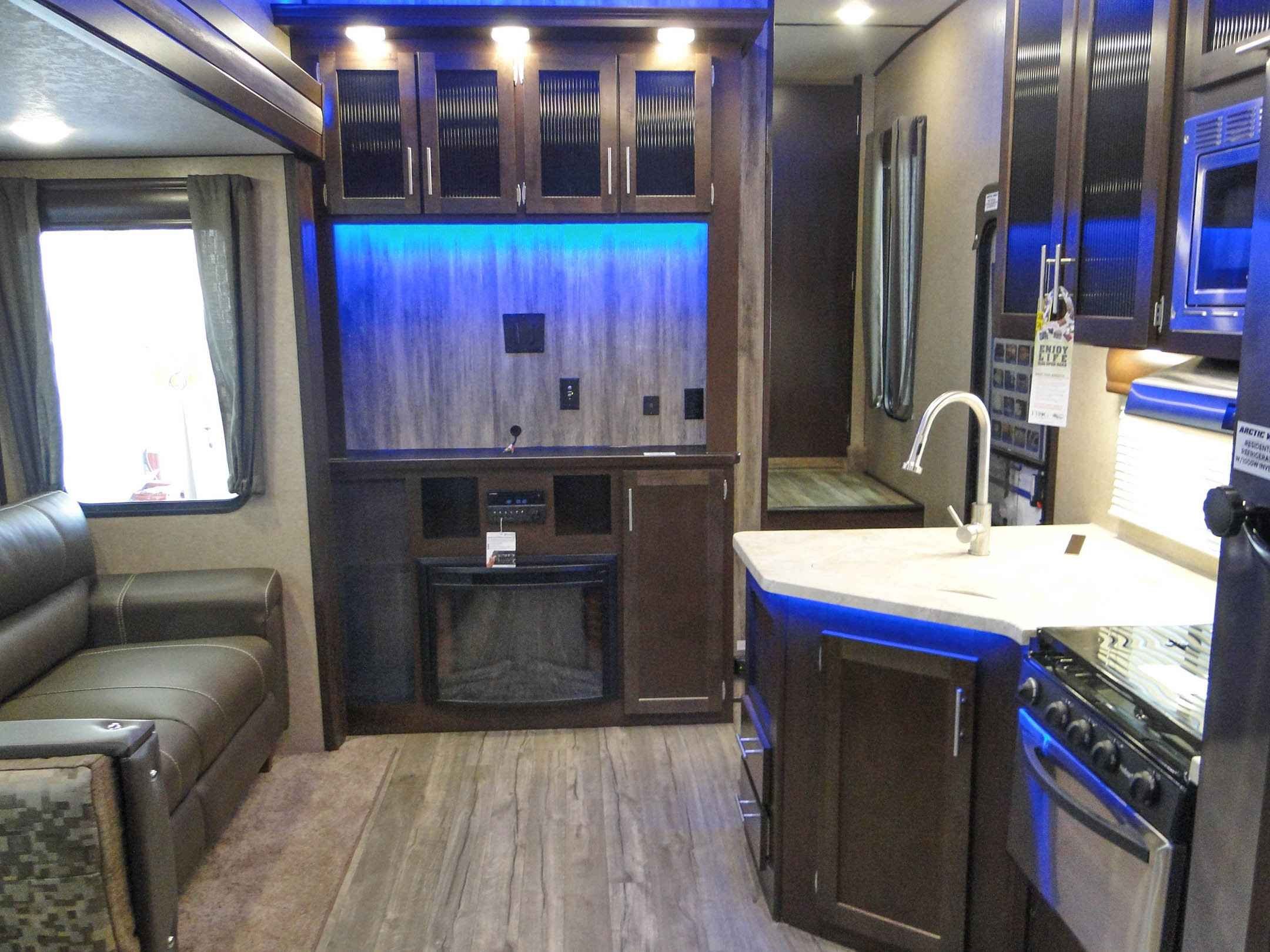 2018 New Forest River Cherokee Arctic Wolf 315TBH8 Bunk