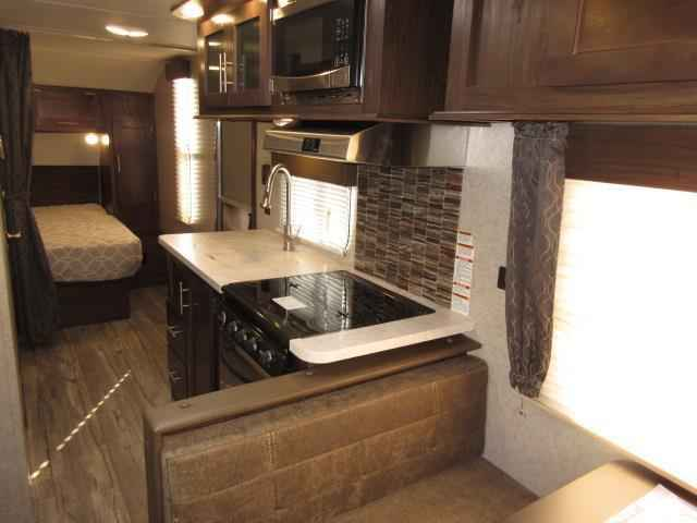 2018 New Forest River Cherokee Grey Wolf 22rd Rear Dinette Rear Rack   Front W Travel Trailer In