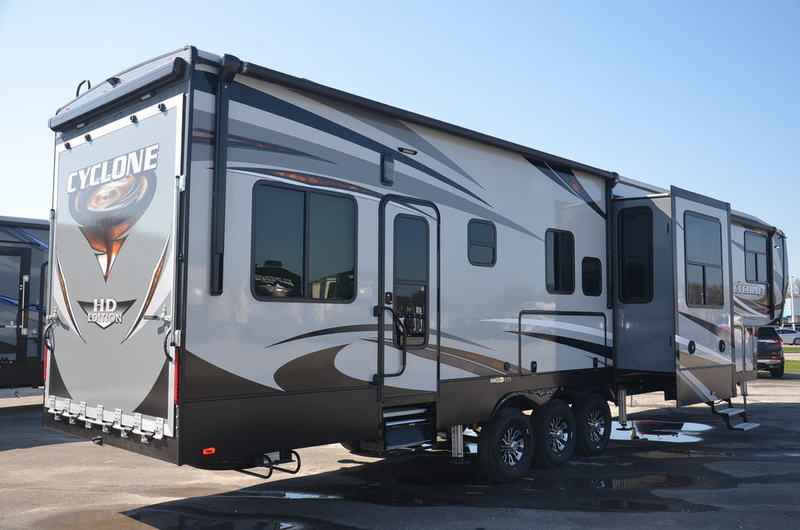 2018 New Heartland Cyclone 4005 Toy Hauler Toy Hauler In