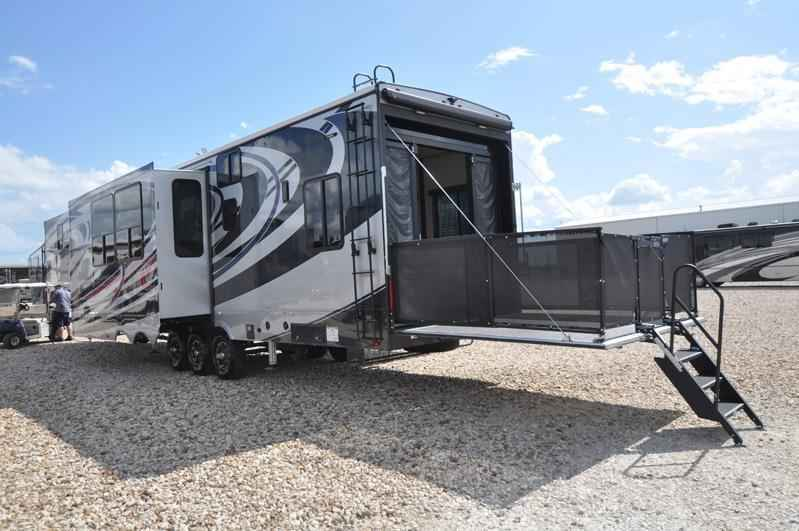 New 2018 New Heartland Rv Road Warrior RW427 Dual Pane Arctic