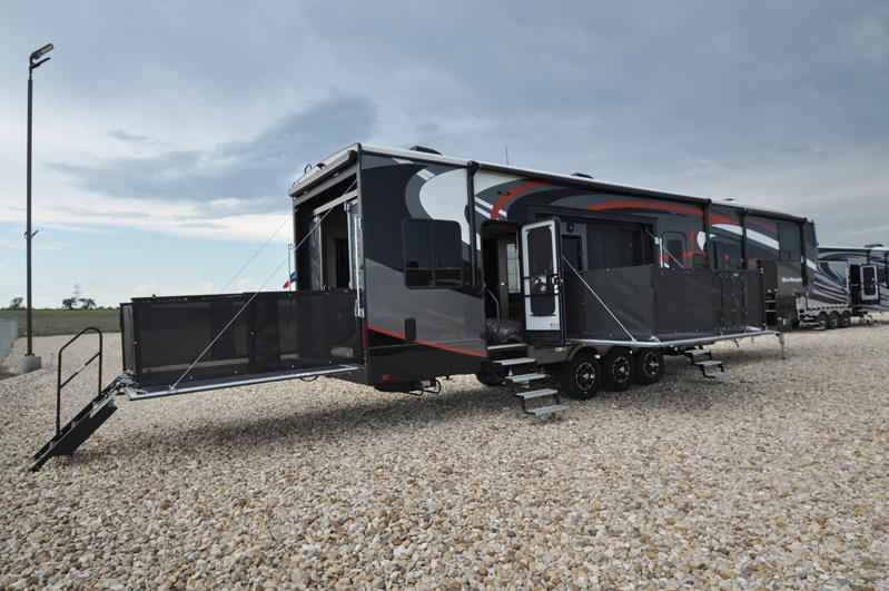 Original 2018 New Heartland Rv Road Warrior RW427 Full Paint Dual