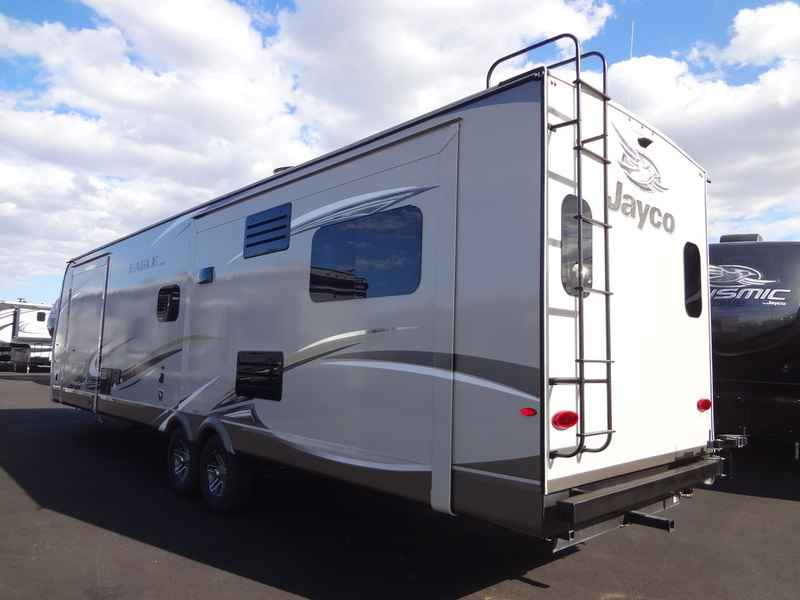 Self Leveling Travel Trailers